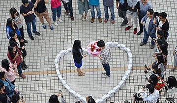 Man Publicly Rejected After Proposing With $82k Worth Of iPhones