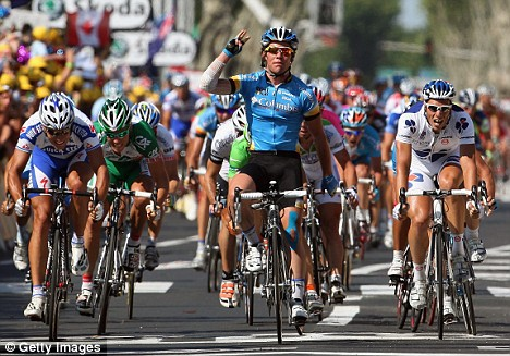 Mark Cavendish takes his 3rd stage win.