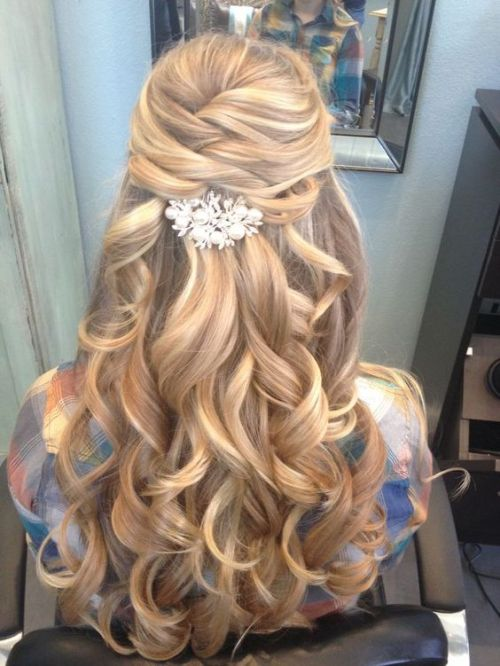 http://www.deerpearlflowers.com/wedding-hairstyle-inspiration/half-up-half-down-long-wavy-hairstyle-for-wedding/