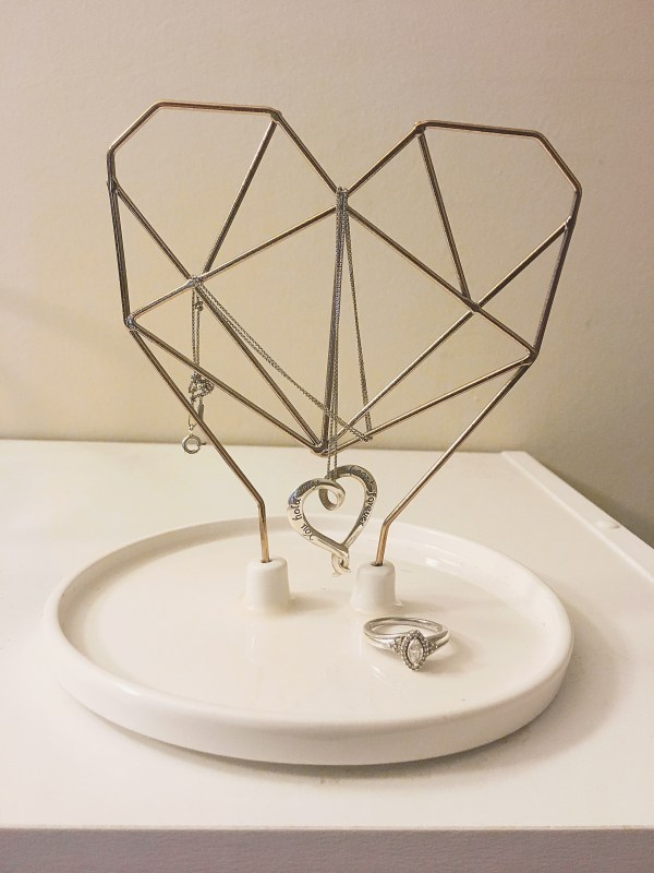 IMM LIVING Jewelry holder