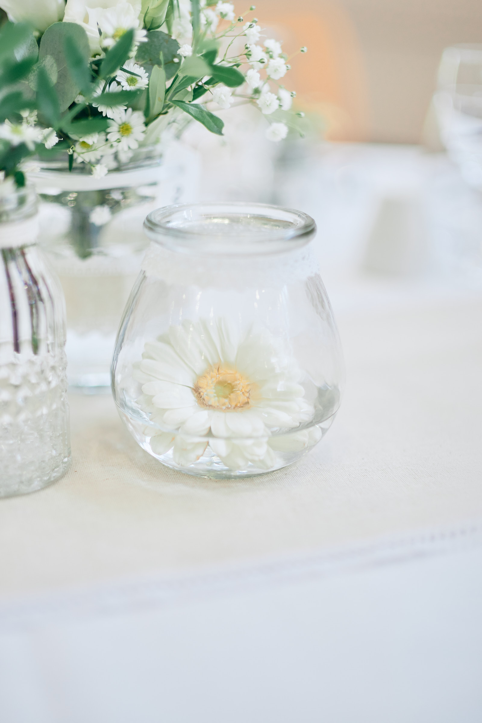 décoration florale de table pour ce mariage en ille et vilaine