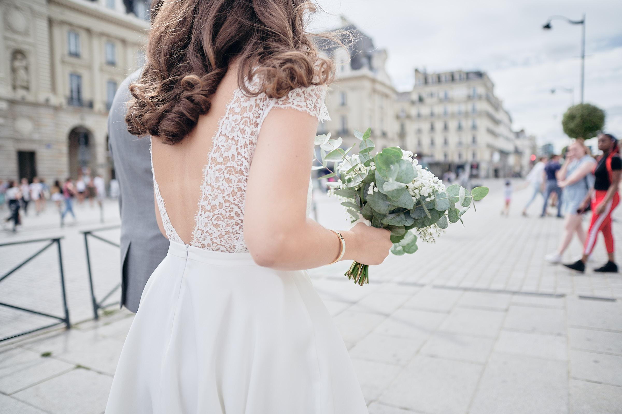robe et bouquet de la mariée place de la république à rennes