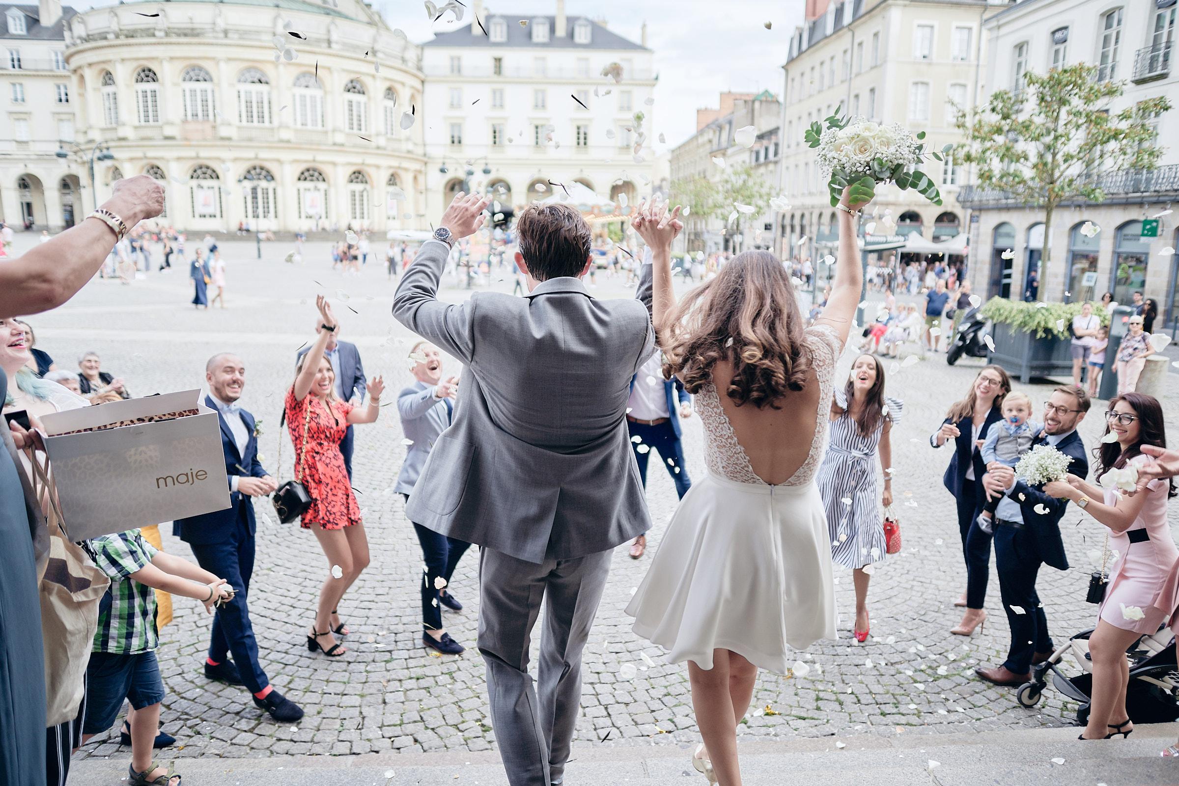 sortie des mariés de la mairie de rennes