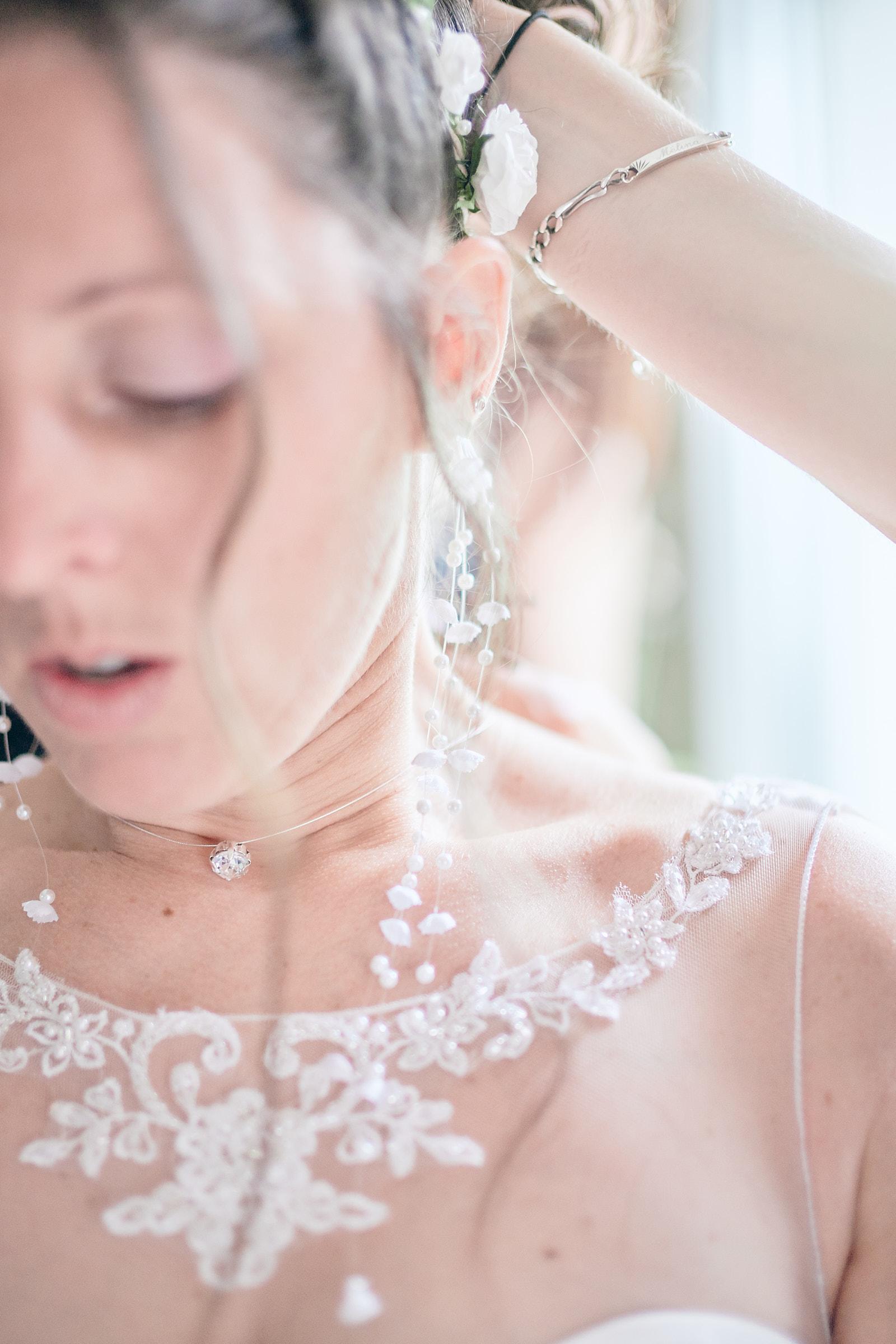 détail des accessoires de la mariée