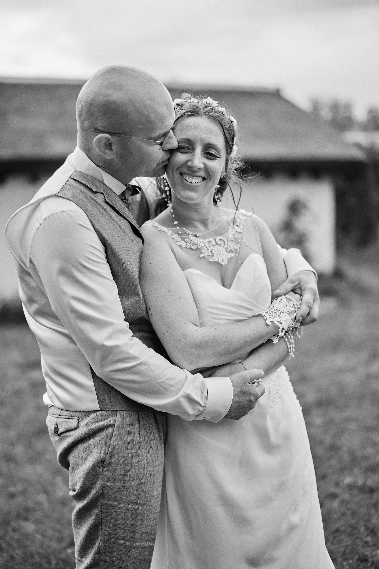 séance couple pendant le mariage au perrier