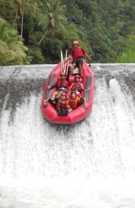 Arung Jeram di Sungai Telaja Waja