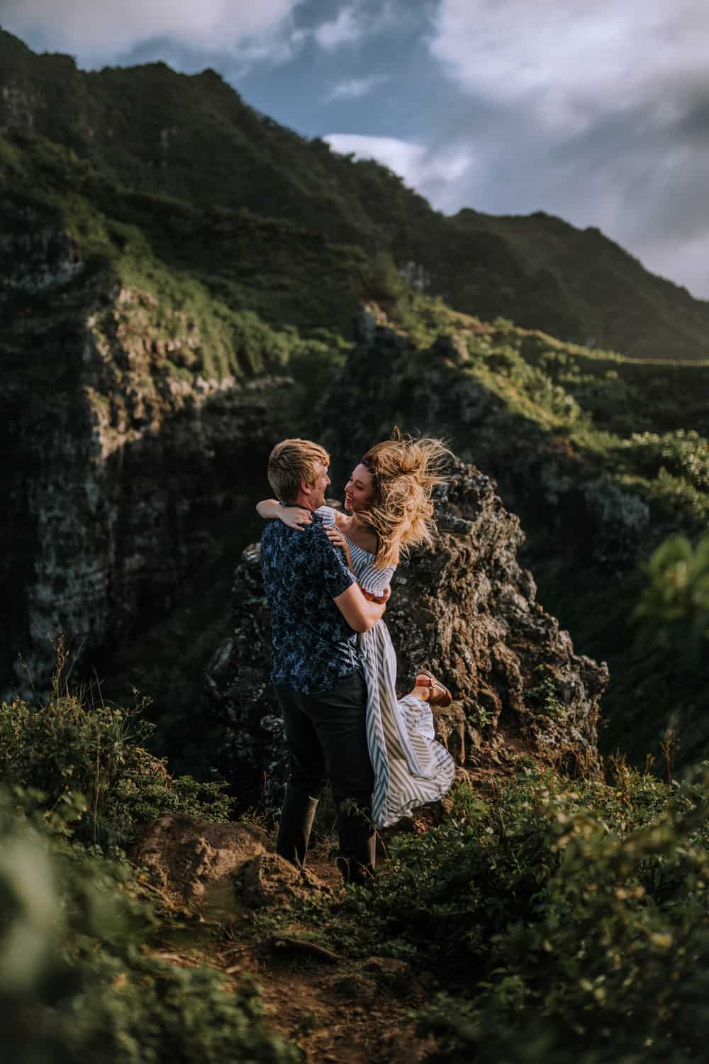ADVENTUROUS CROUCHING LION COUPLES SESSION PRICES