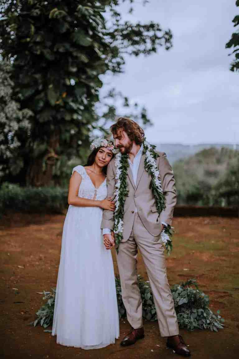 Sunset Ranch, Oahu, Hawaii wedding including getting ready photos, wedding details, bride and groom portraits and wedding ceremony inspiration by Anela Benavides, Oahu Hawaii wedding and engagement photographer