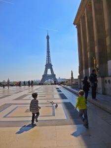 eiffel tower from the place de la concorde