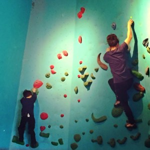 mom climbing with kids in seattle