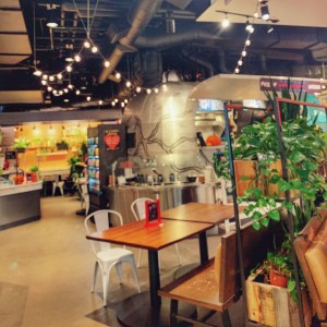 Lincoln South Food Hall is a great place to eat with kids and it's a close walk from the Hyatt Regency Bellevue