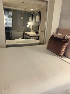 deluxe room at Loews 1000 hotel near art museum in downtown Seattle