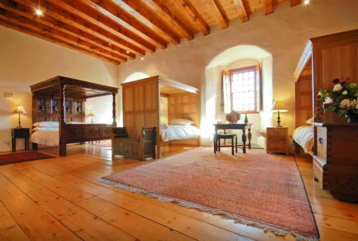 Besondere-Airbnb-unterkünfte-Dairsie-Castle-Schloss-in-Schottland-Zimmer