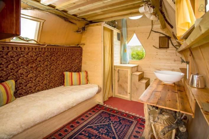 Besondere-Airbnb-unterkünfte-in-Europa-Jack-Sparrow-Haus-Wohnzimmer