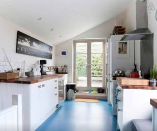 Besondere-Airbnb-unterkünfte-in-Europa-Pub-nahe-London-Küche