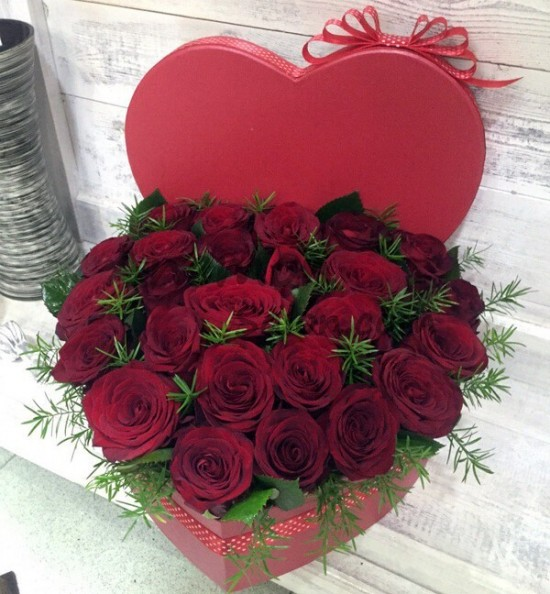 25 red roses in