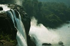 Athirappilly_Waterfalls_1