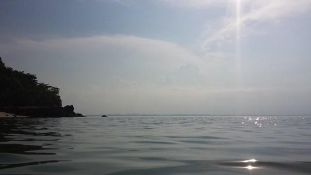 Koh Talu Pearl Bay fra vandet modlys