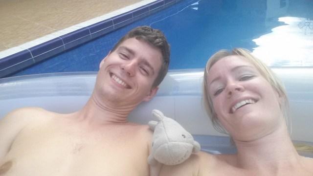 Luftmadras i pool Thomas Anette Haj