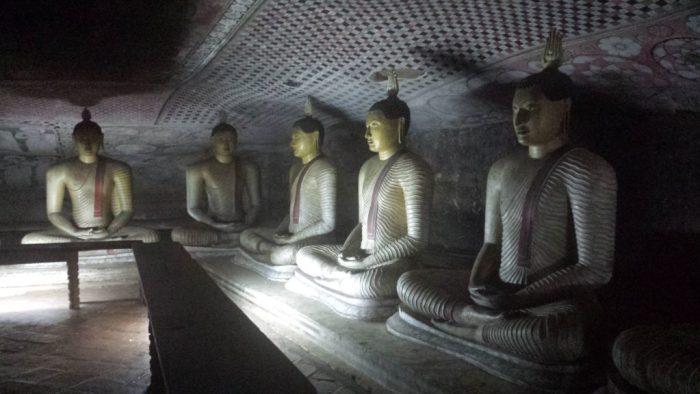 Dambulla cave temple11