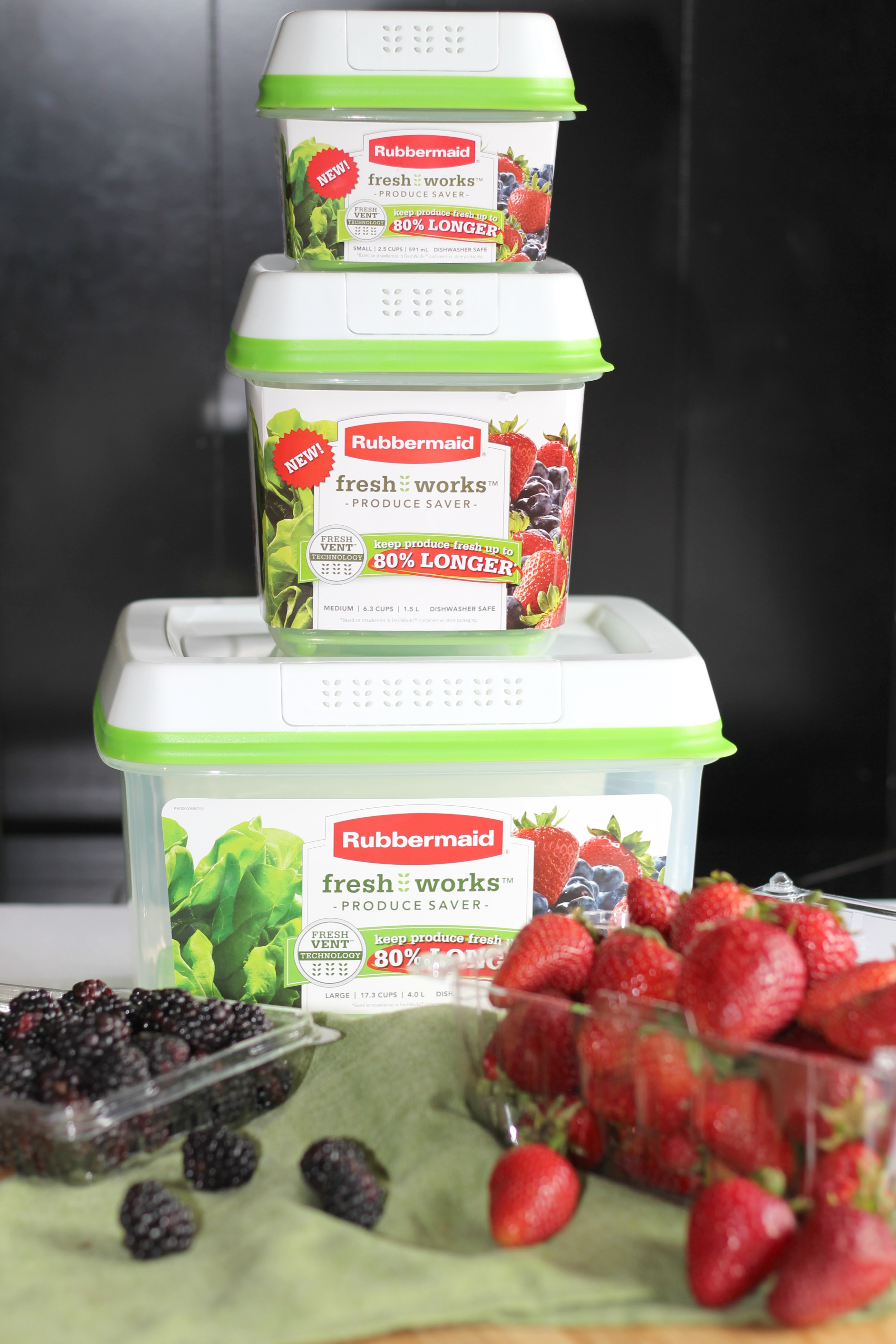 A Yummy & Delicious Green Smoothie + How to Keep Produce Fresh with Rubbermaid FreshWorks Produce Saver