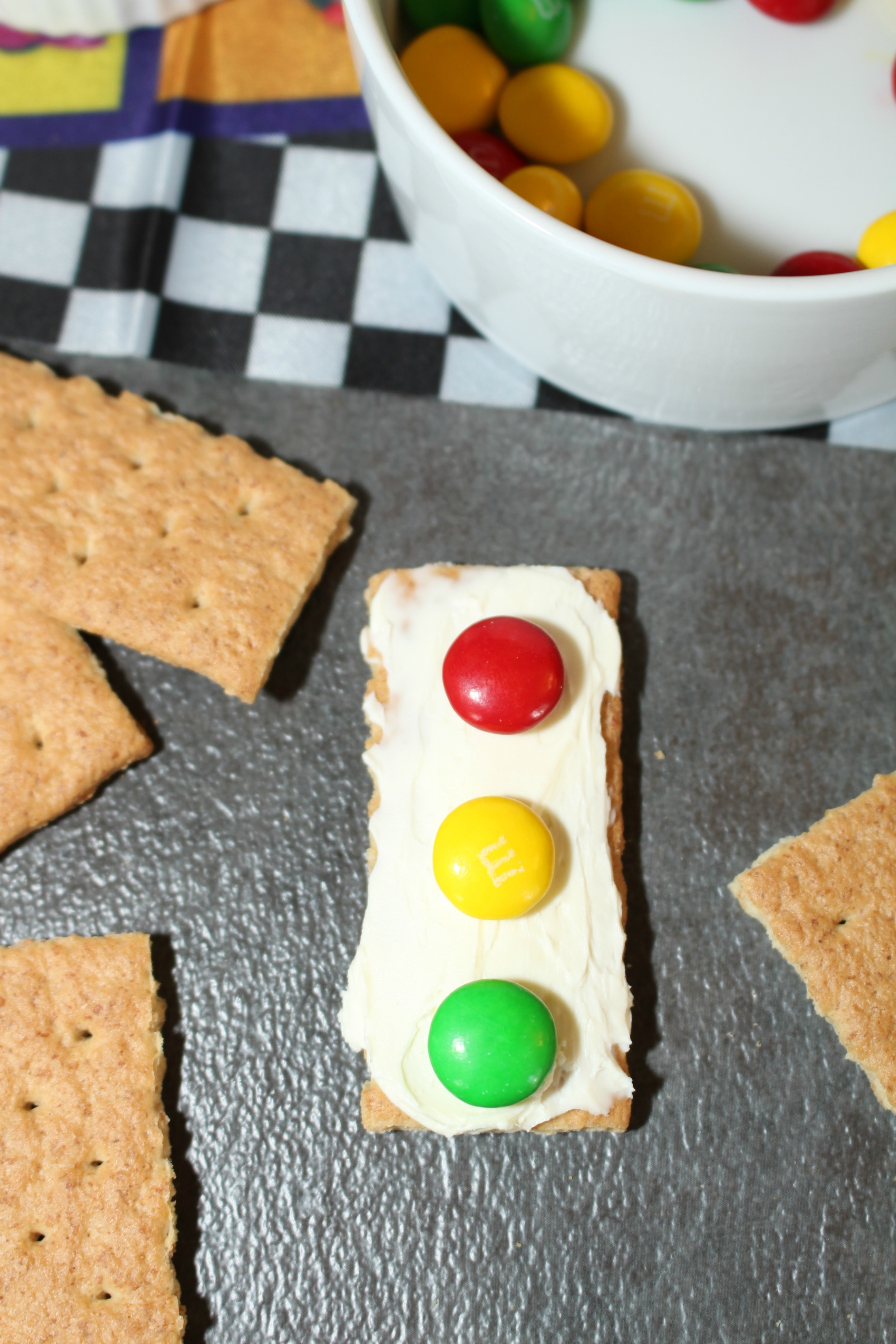Mickey and the Roadster Racers Traffic Light Snacks