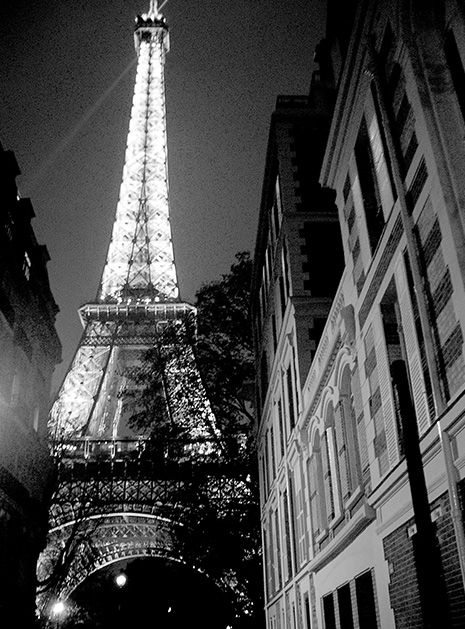 aND Eiffel Tower B+W