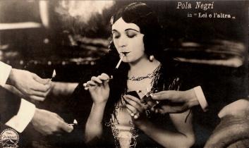 Pola_Negri sexy actresses