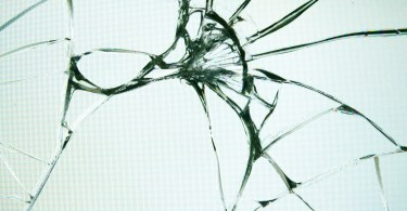cracked screen featured