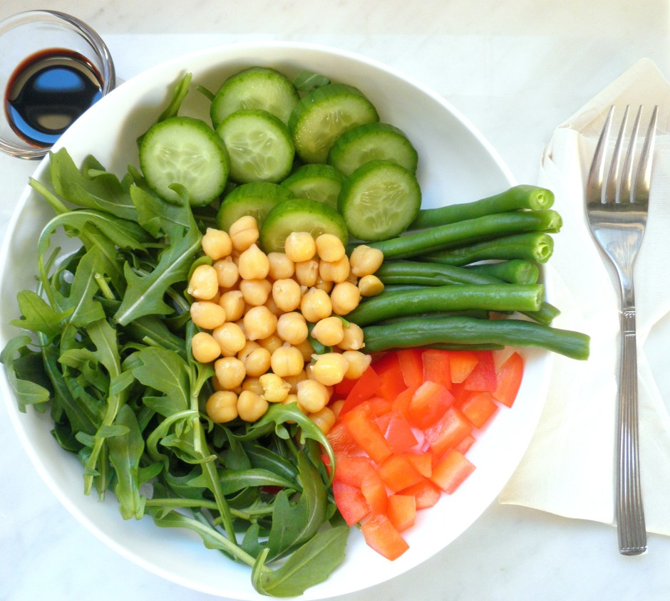 Chickpea lunch bowl with balsamic glaze
