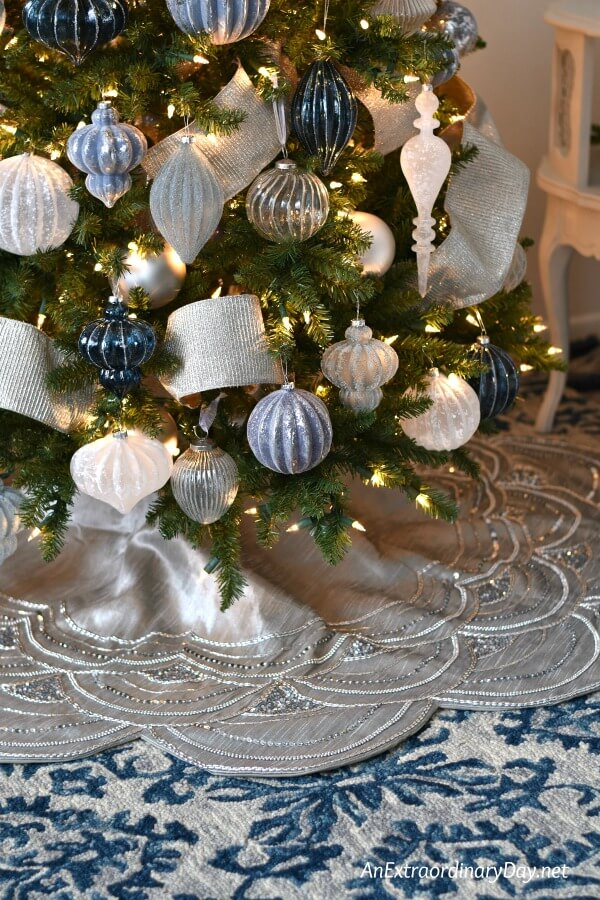 How To Decorate A Stunning Blue And Silver Christmas Tree An Extraordinary Day
