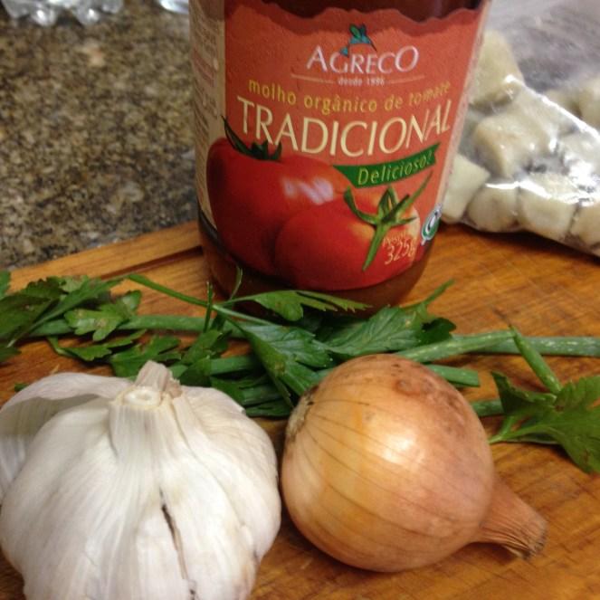 Ingredientes para o nhoque com molho de tomate - Tudo orgânico