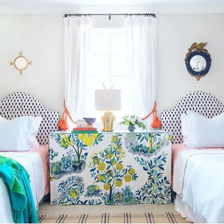 GordonDunning Interior Design Grandmillennial bedroom with two twin beds