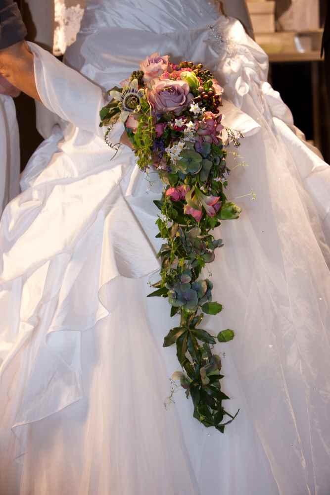 Blumenschmuck  Brautstrau  Autoschmuck  Hochzeit