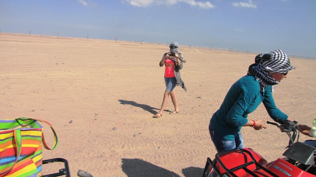 Cu ATV-ul prin deșert