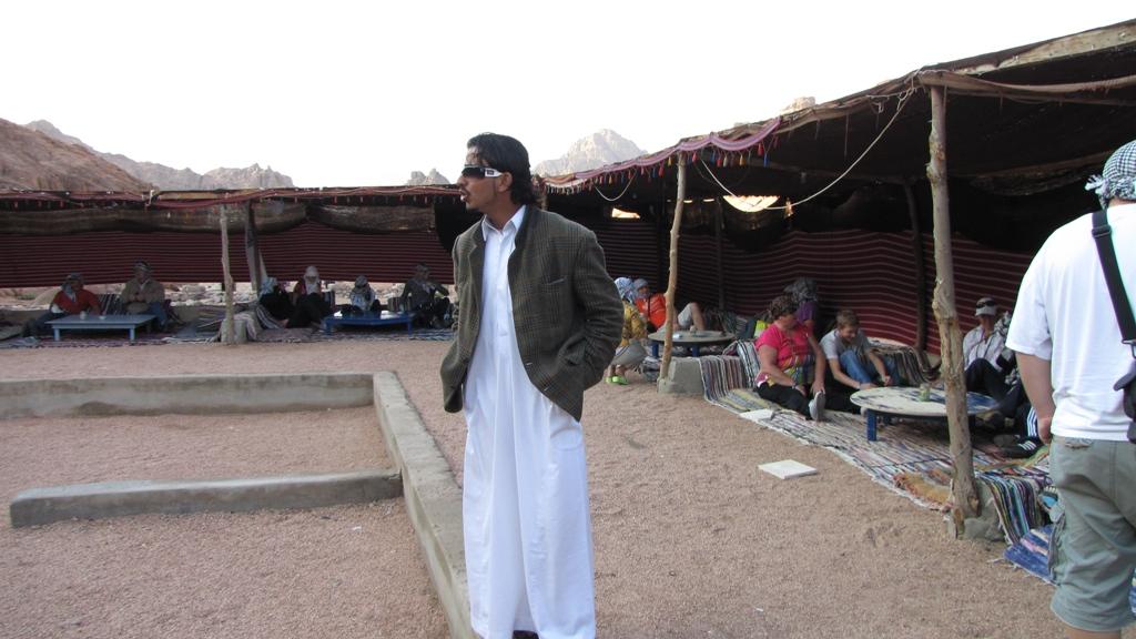 Cu ATV-ul prin deșert - cină la beduini