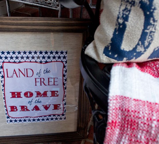 Porch Entry Makeover - 4th of July inspired at angelaeast.com | #homedecor outdoor living space