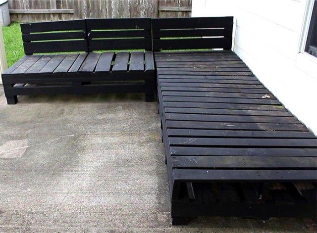 DIY Pallet Furniture - Patio Furniture Sectional   DIY Furniture   DIY   Outdoor Living   Home Decor   Patio Makeove   Patio Decor   Deck Decorations   Porch Decorations   Gardening