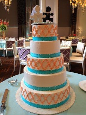Upclose of the custom cake by Ciao Bella Cakes - photo by Angela MALICKI events
