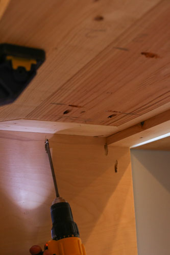 attaching DIY TV stand top to the base with drill and kreg screws