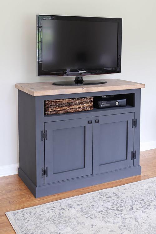 diy rustic tv stand angela marie made. Black Bedroom Furniture Sets. Home Design Ideas