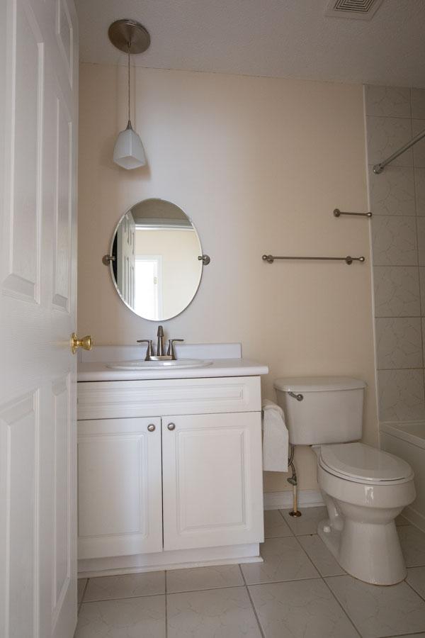 master bathroom before $100 budget bathroom makeover