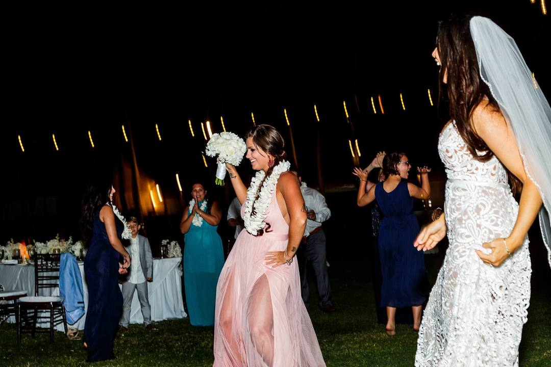 bouquet toss at ritz carlton kapalua