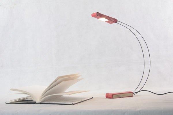 Gevacolor24. lampe crée avec une boite de film, détournement, recyclage, lampe de bureau, design, épuré. Upcycling, objet détourné.