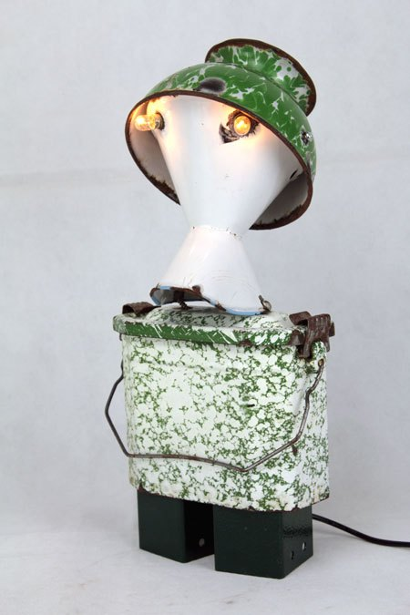 Inhabol. Sculpture robot émail lumineux. métal émaillé et peint. Composition: inhalateur, bol, gamelle.