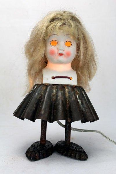 LouiseGrady. Sculpture poupée porcelaine gâteau.