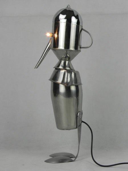 Sauburette. Sculpture curieuse à long nez. Assemblage d'inox: shaker, arrosoir, cuillères, coupe de sport, saucier.