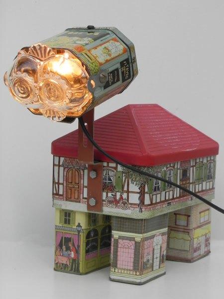Sons. Assemblage de boite maison, sculpture lumineuse.