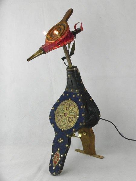 Soufflets. Assemblage souvenir d'orient lampe. Association de deux soufflets, un morceau de mètre. Rouge et bleu.