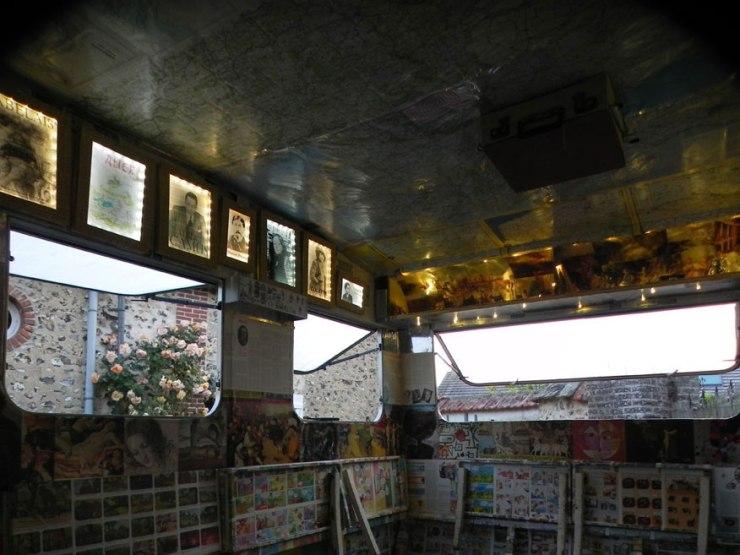 Caravane cabinet de curiosité culturel, ambiance lumineuse